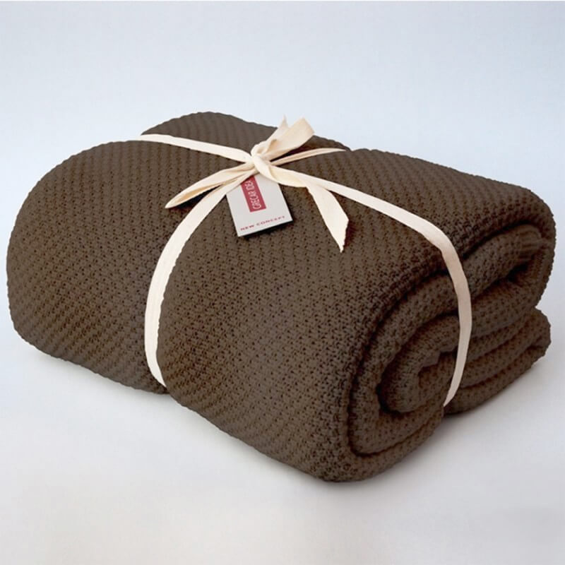 cubre sofá marrón