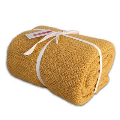cubre sofà color mostassa