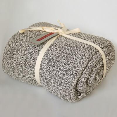 cubre sofà color gray