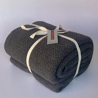 cubre sofá color gris plomo