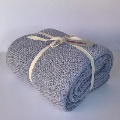 cubre sofà color gris plata